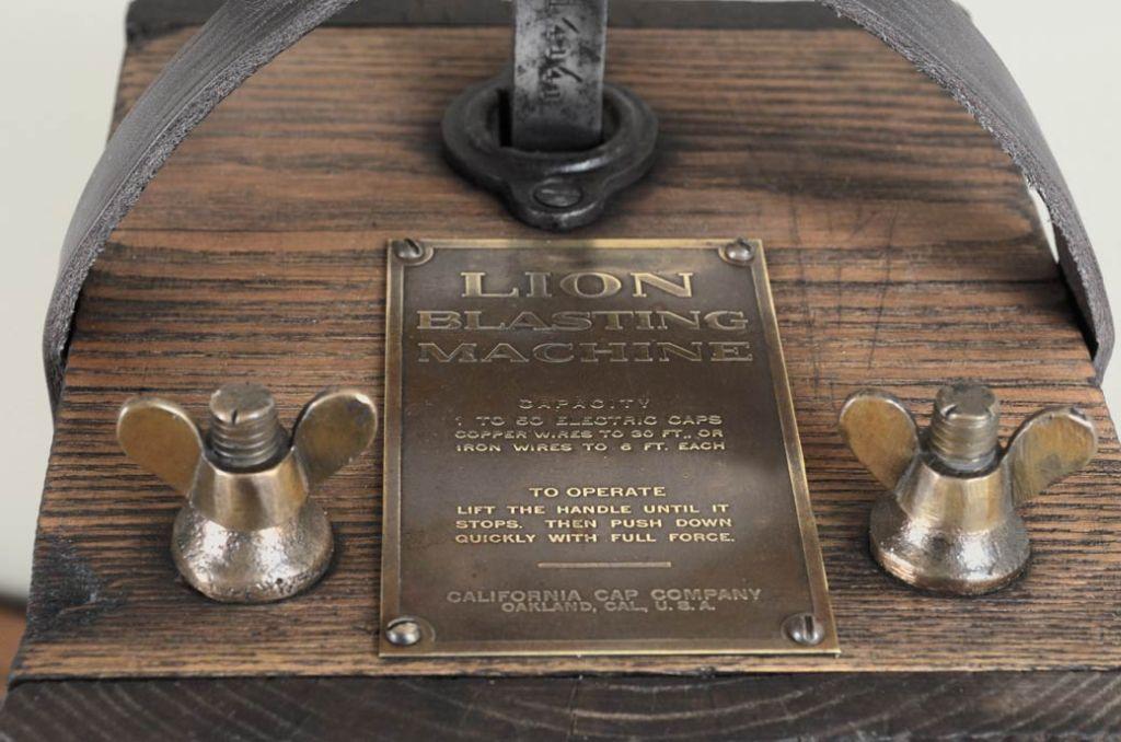 Lion Blasting Machine